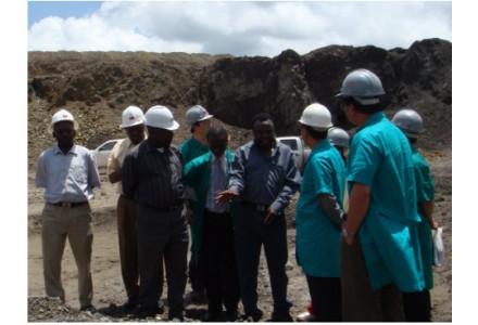 赞比亚总统伦古考察中色卢安夏铜业公司