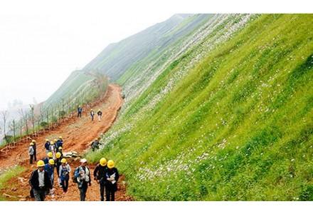 新疆维吾尔自治区人民政府副秘书长余国:新疆神火要打造出绿色、环保、科技相结合的一流现代化企业!
