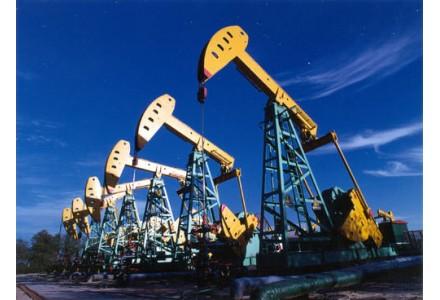 """飓风""""劳拉""""升级威胁美国油气生产"""