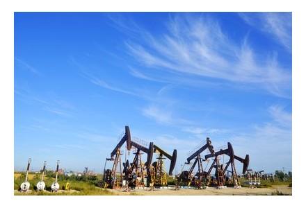 OPEC下调需求预期削弱两大利好 国际油价走低