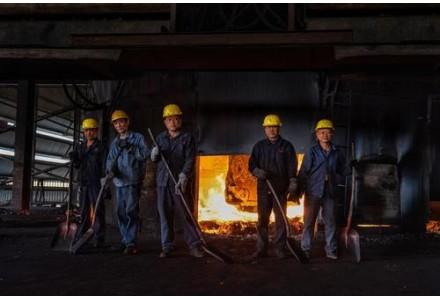 爐火映紅的青春——記全國勞動模范、中色大冶冶煉廠熔煉車間澳爐一班班長邵志村