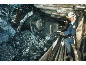 中國11月份鋼材出口環比三連增 鐵礦石進口降至六個月低位