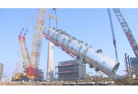 国内单套处理能力最大炼化减压塔江苏省连云港吊装成功