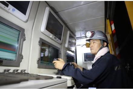 智能化让煤矿工人地面上工作