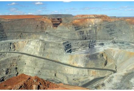 澳大利亚布什朗杰铜金矿见矿940米